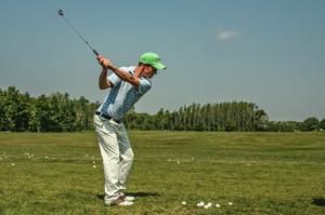 ゴルフスイングにおける右手の役割 右手は使っていいの?