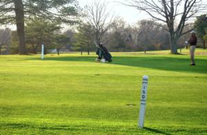 アイアンショットの初心者ゴルファーにありがちな打ち方|すくい上げショット